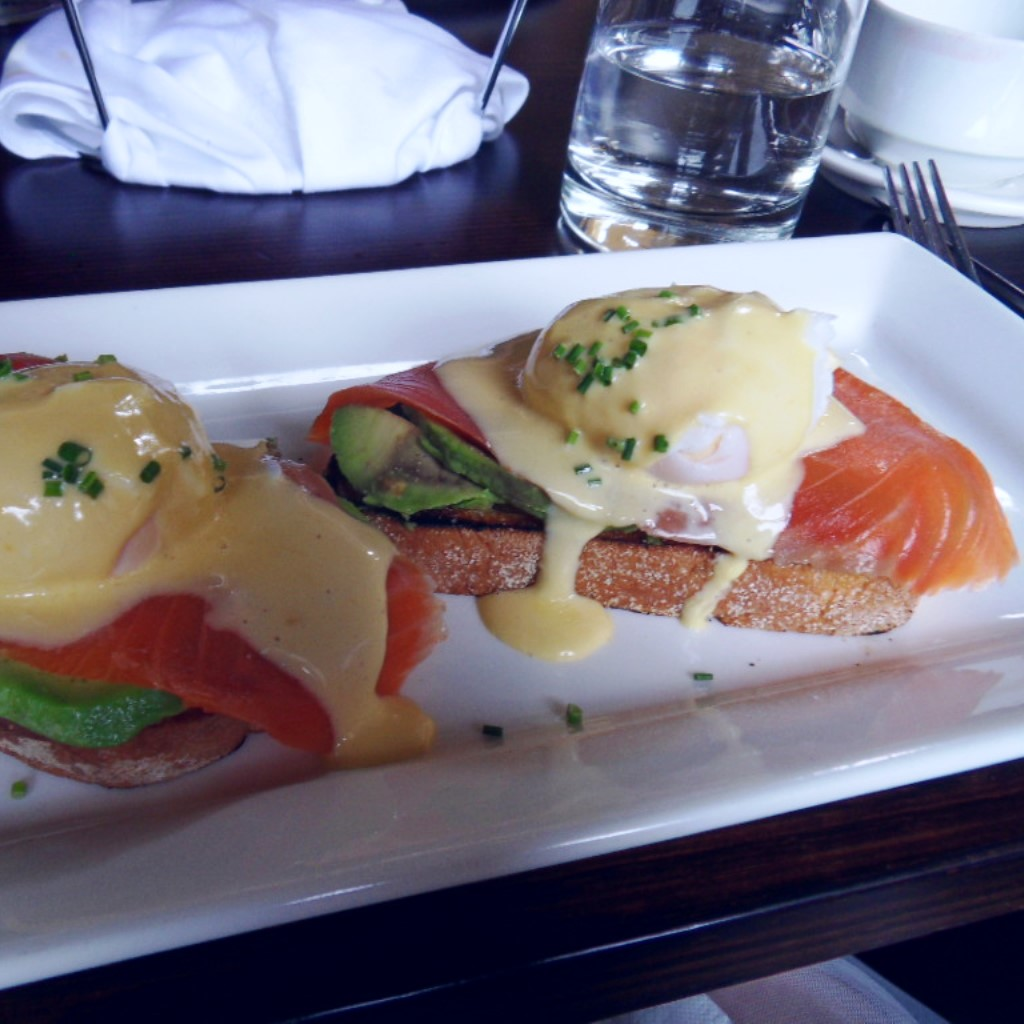 Poached eggs with smoked salmon, avocado and hollandaise sauce