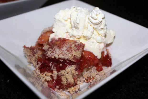 Sugar-free stone fruit crumble with whipped vanilla cream