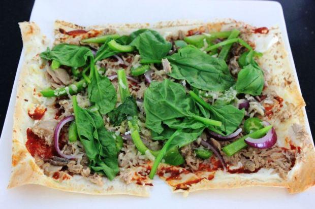 Lunch: fresh and cheesy tuna pizza