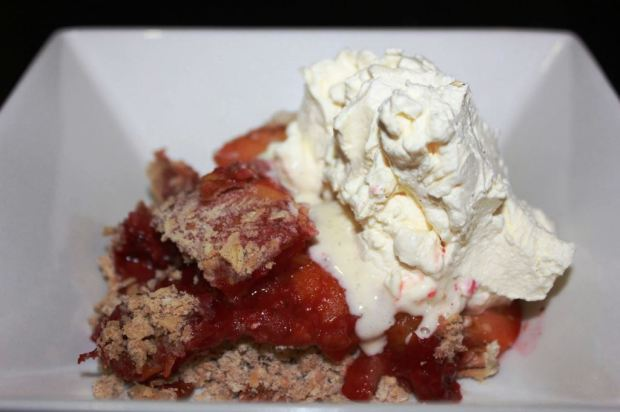 Sugar-free stone fruit crumble with fresh whipped cream
