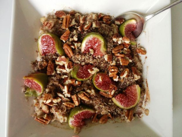 Oats with figs, cinnamon and LSA mix